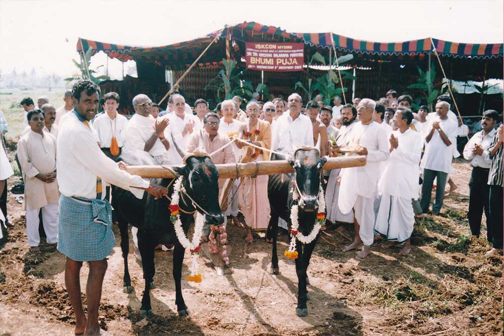 3rd-December-2003---Bhumi-Puja-for-the-existing-temple